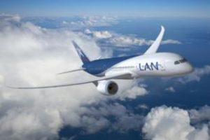 avion-lan-en-vuelo.jpg