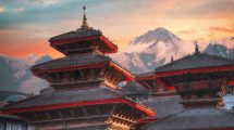 Templos y montañas en Nepal